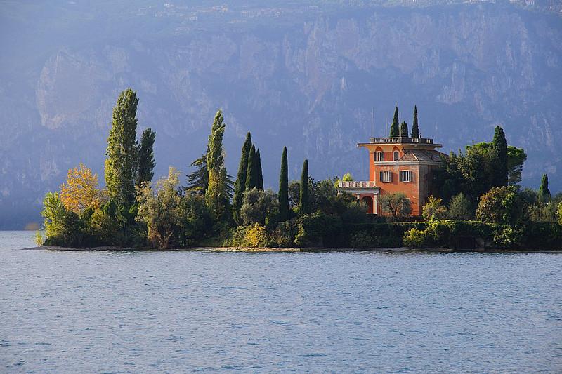 isola del sogno lago di garda